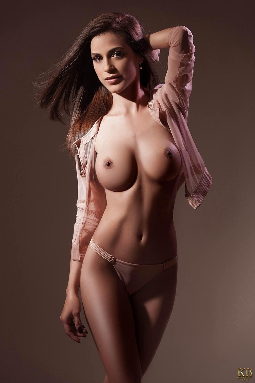 Nicole London escort