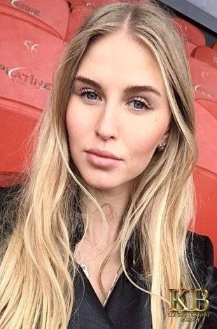 Sasha slim blonde escort
