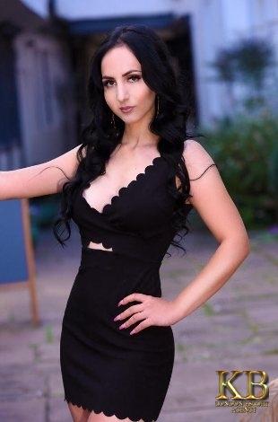 Kasandra brunette escort