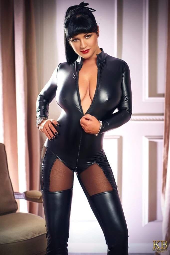 Mistress Devona brunette London escort
